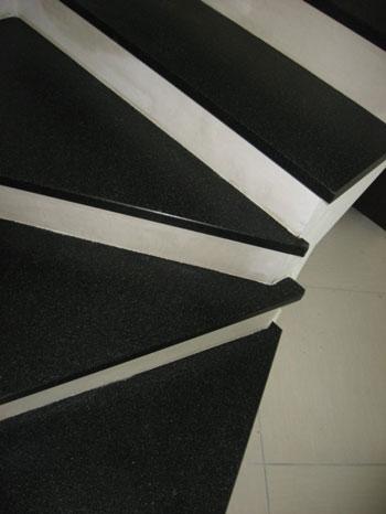 Il pavimento in granito per le scale - Scale in granito per interni ...