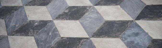 Il pavimento della camera da letto in marmo