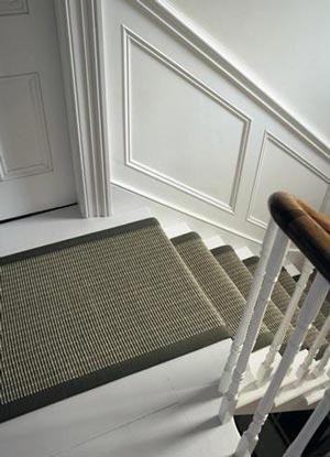 Il pavimento in moquette per le scale for Tappeti per scale in legno