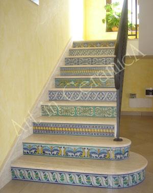 Il pavimento delle scale in ceramica for Piastrelle per scale esterne